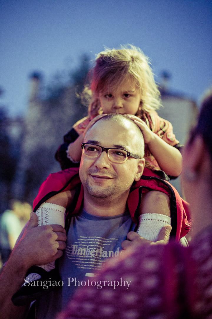 fotografía de familia Guadalajara niña jugando con papá